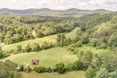 1726 Tickanetley Road Ellijay, GA 30536